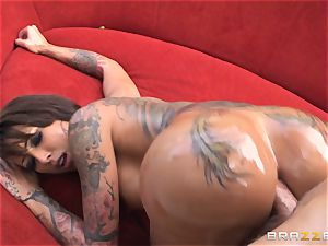 tatted diva Bella Bellz assfuck by the pool