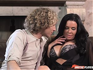 Veronica Avluv gets juice licked off her cunny