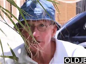 gf caught boinked elderly man she deep throats man rod