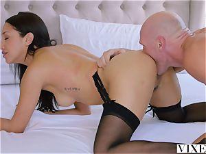 VIXEN An Irresistible assistant Fufills Her desire