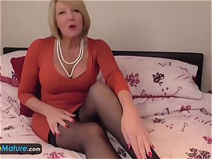 EUROPE MATURE two blondes are jacking