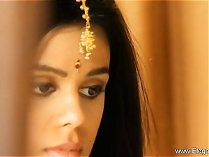 Exotic Loveliness From Indian milf Born To seduce