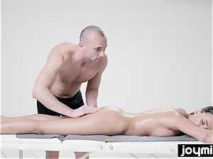 ideal nubile babe Alyssia Kent porked by her massagist