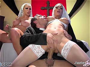 JessicaJaymes- Mick smashes Jessica and Nikki ideal backside
