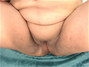 adorable fatty Bella Bangz plays with her labia