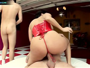 Veronica Rayne and her enormous culo got a taste of 2 knobs