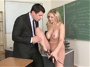 bitchy bawd Julia Ann luving her man's slat badgering her slippy gullet