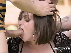 Private.com - Yasmin Scott's first-ever double penetration