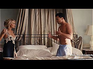 Margot Robbie bare in The cub of Wall Street