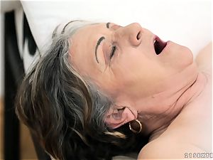elderly dame screwed rock hard in her labia