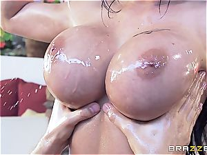 huge-boobed Peta Jenese receives xxx massage
