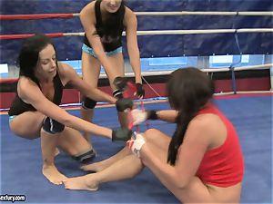 Emma arse and Larissa Dee female red-hot struggle