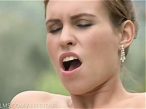 That juicy taste of coochie on her tongue