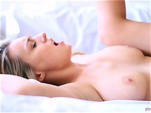 Boxing honey Natalia Starr completes her workout in a different way