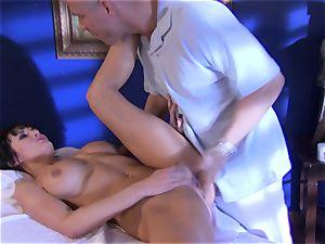 stunner Alektra Blue packs her hatch with her lover's gigantic rod until she chokes