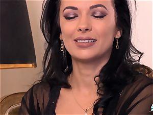 LA COCHONNE Romanian stunner loves deep rapid rectal