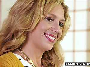 Stepmom organizes uber-sexy family time