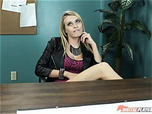 Natalia Starr screws her prospective manager